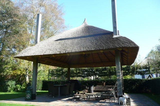 Nieuw rietgedekte pergola, Giethoorn